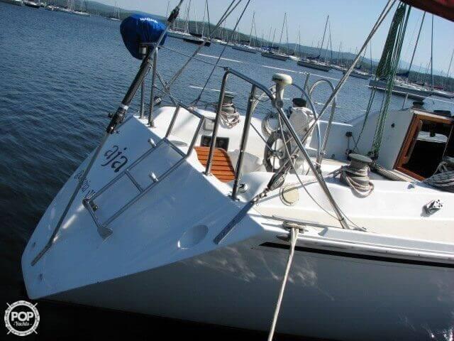 1982 Ericson Yachts 33 - Photo #16