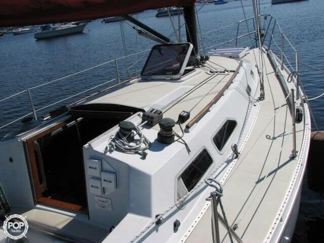1982 Ericson Yachts 33 - Photo #17