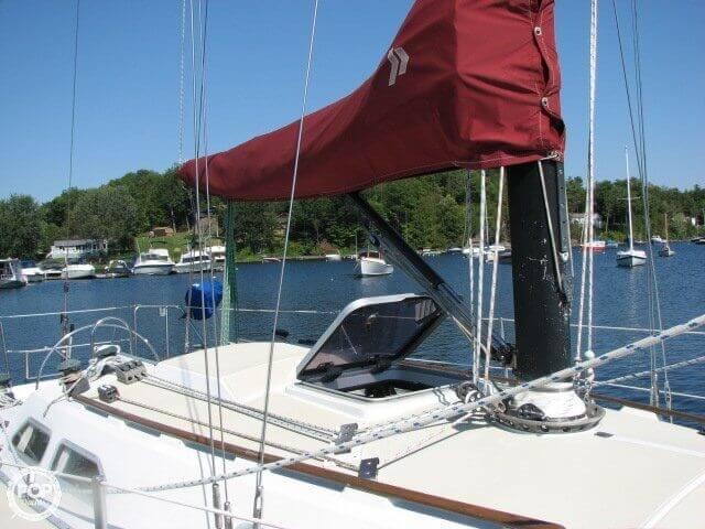 1982 Ericson Yachts 33 - Photo #18