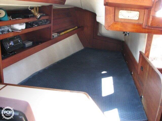 1982 Ericson Yachts 33 - Photo #19