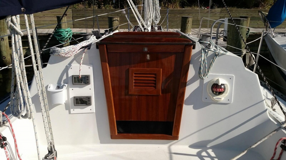 1986 C & C Yachts 27 Mk V ELECTRIC - Photo #5