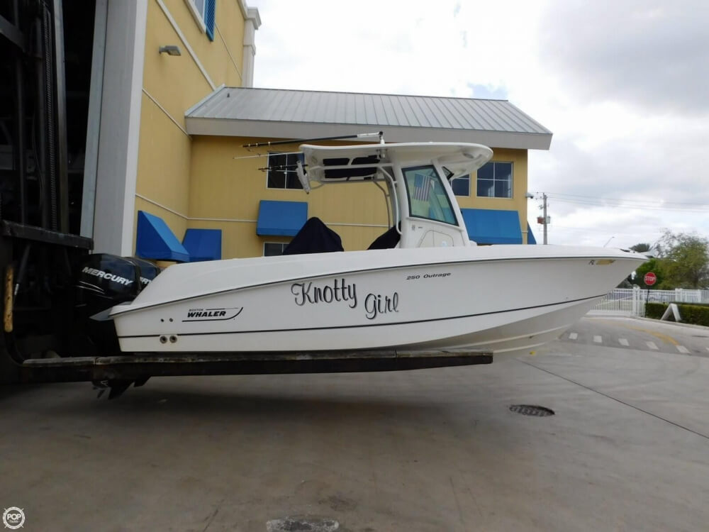 2010 Boston Whaler 250 Outrage - Photo #2
