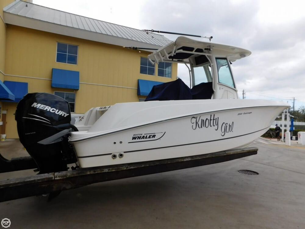 2010 Boston Whaler 250 Outrage - Photo #3