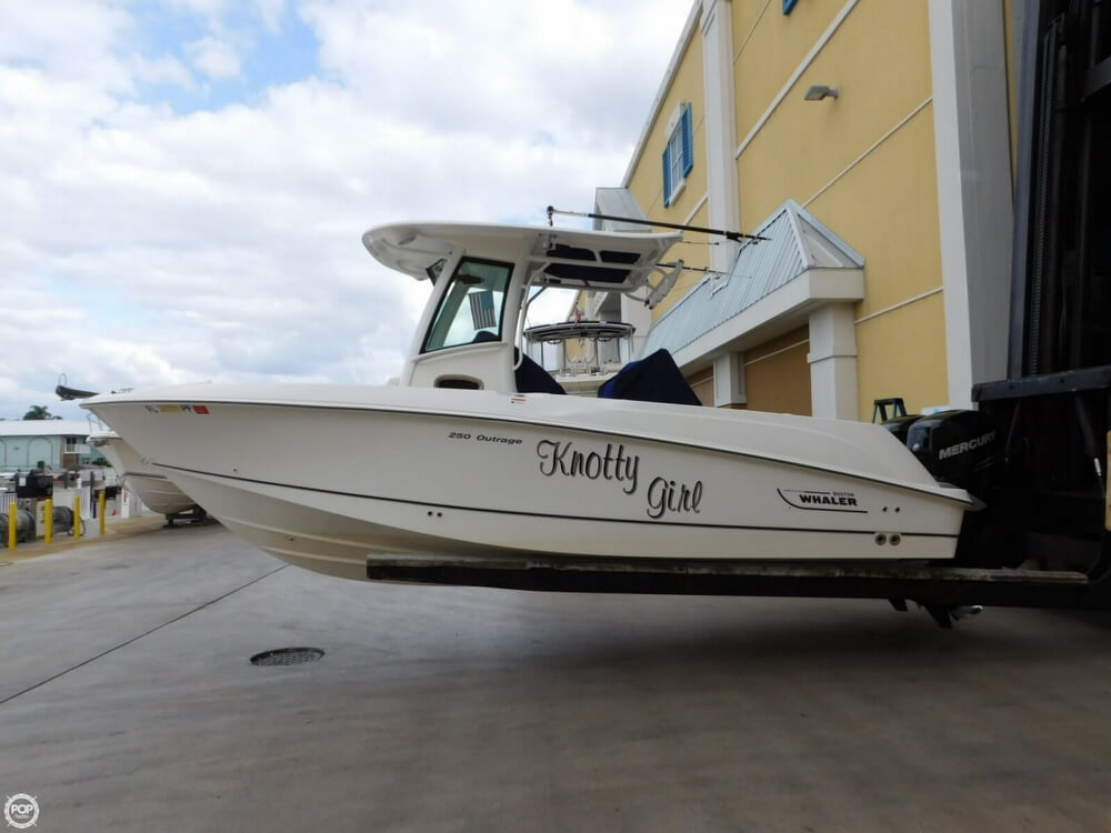 2010 Boston Whaler 250 Outrage - Photo #7