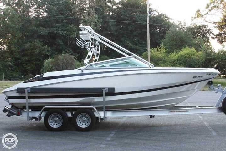 2007 Regal boat for sale, model of the boat is 2200 VBR & Image # 3 of 37