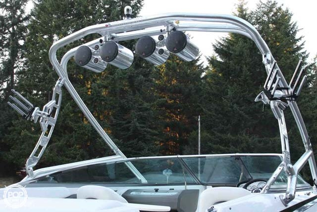 2007 Regal boat for sale, model of the boat is 2200 VBR & Image # 8 of 37