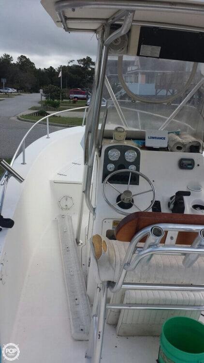 2005 Sea Hunt Triton 220 - Photo #12