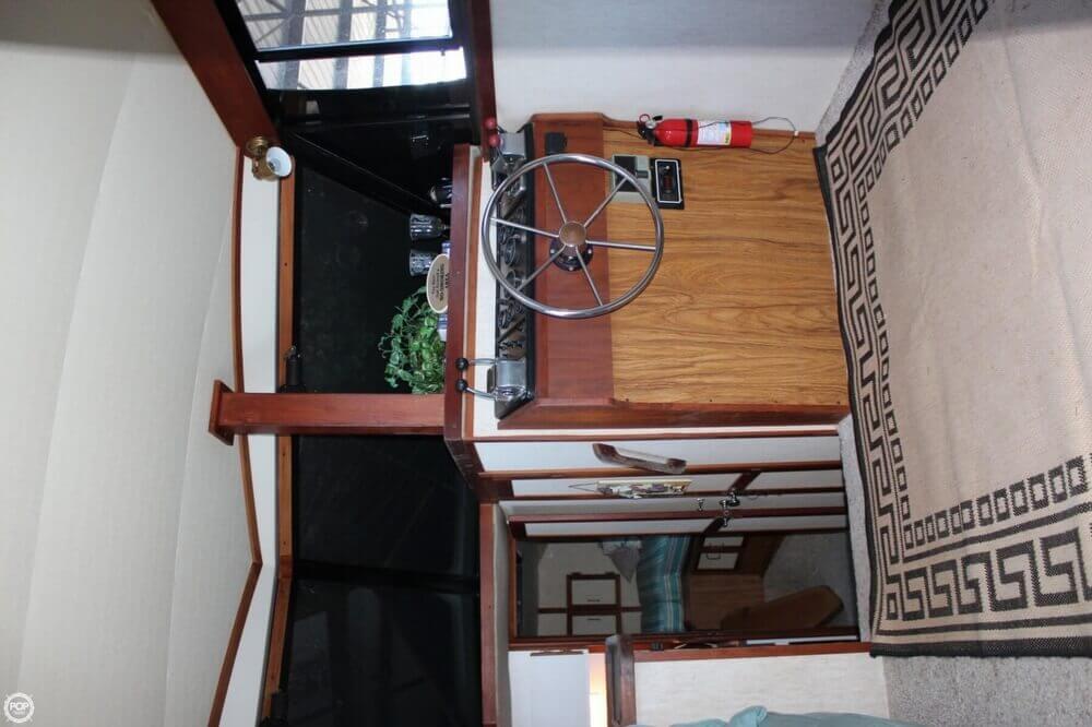 1983 Carver 3207 Aft Cabin - Photo #10