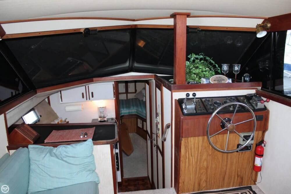 1983 Carver 3207 Aft Cabin - Photo #11
