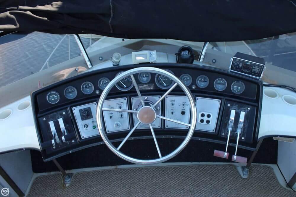 1983 Carver 3207 Aft Cabin - Photo #13