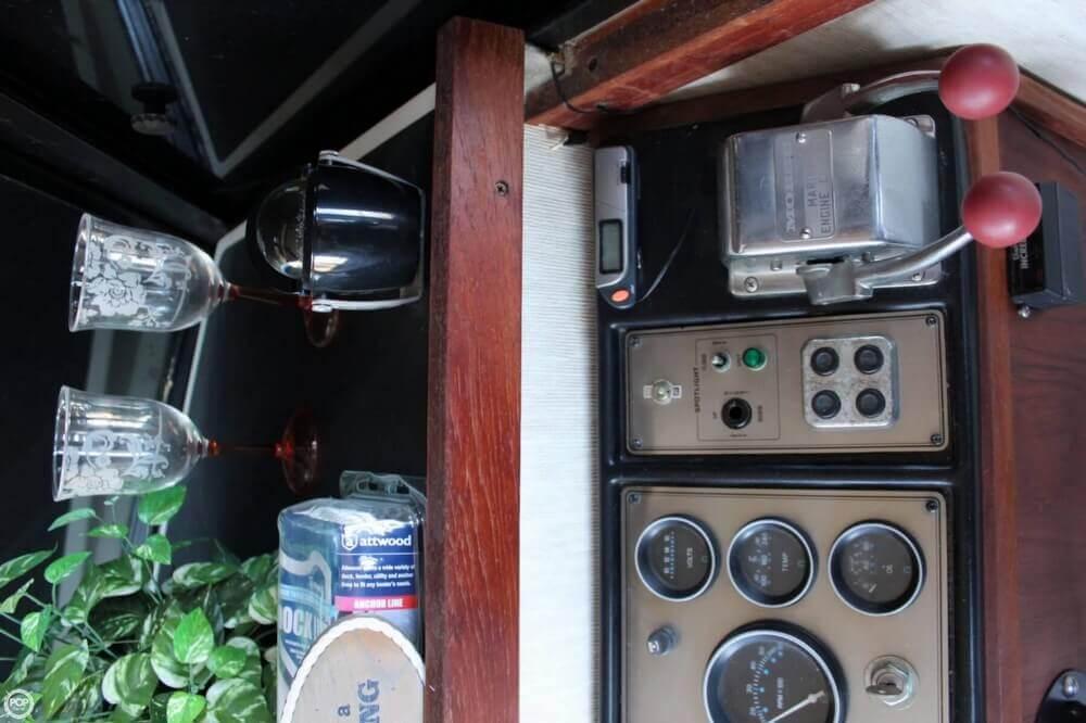 1983 Carver 3207 Aft Cabin - Photo #19