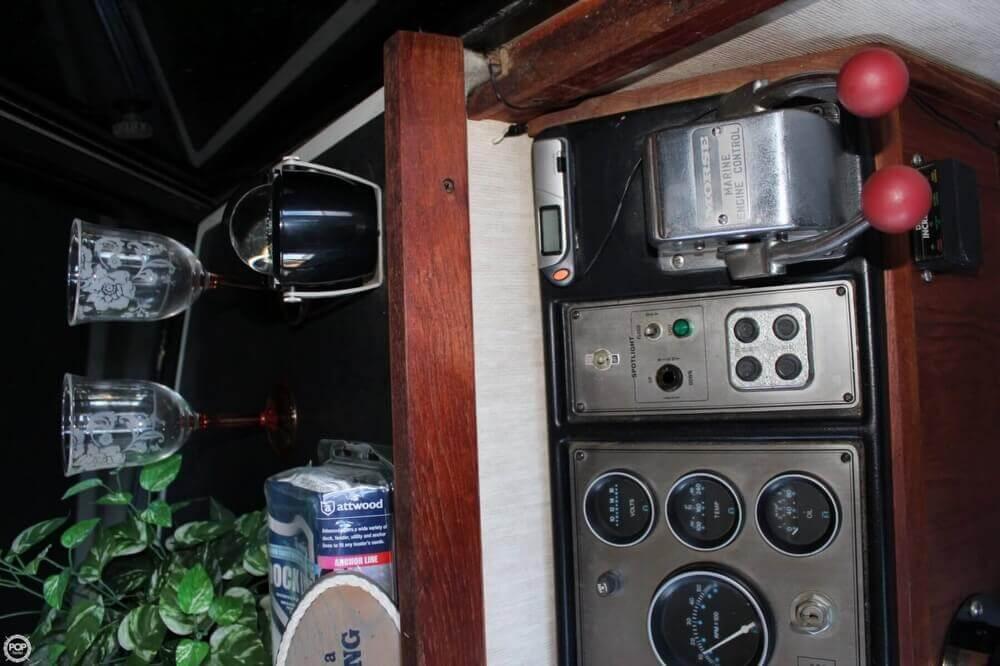 1983 Carver 3207 Aft Cabin - Photo #20