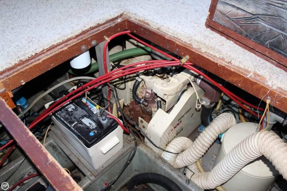 1983 Carver 3207 Aft Cabin - Photo #28