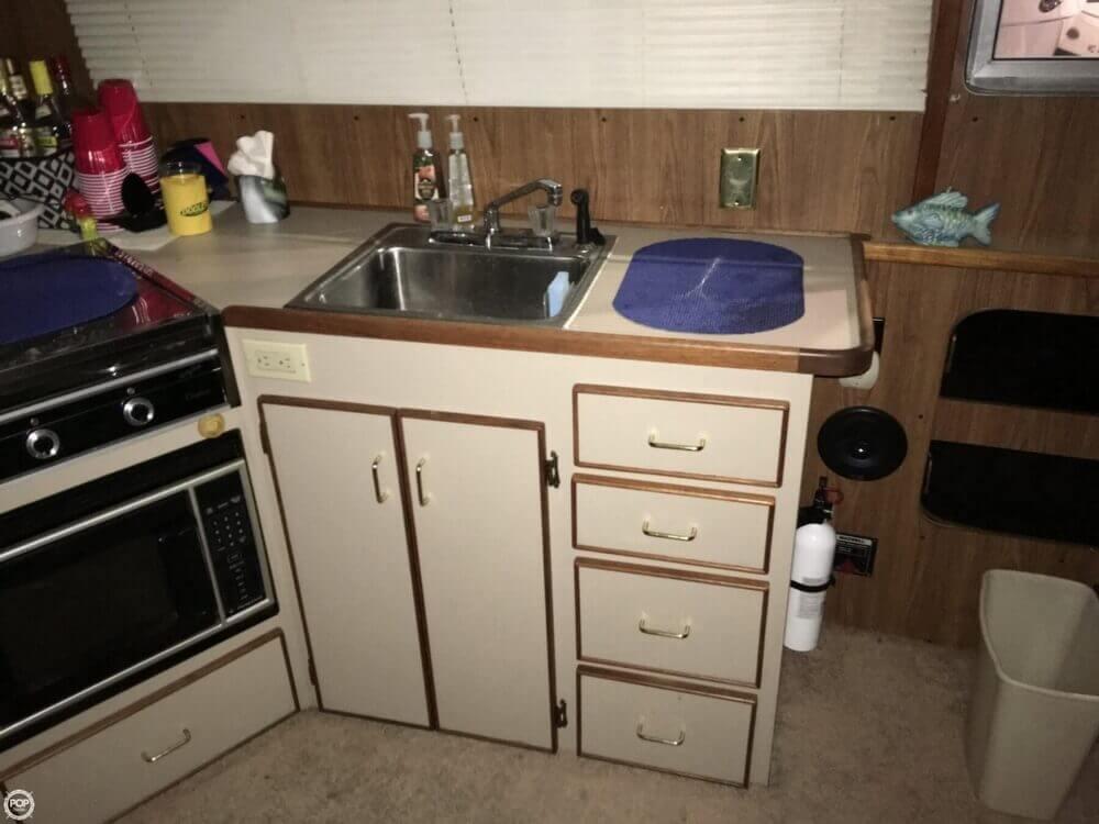 1986 Chris-Craft Catalina 350 - Photo #9