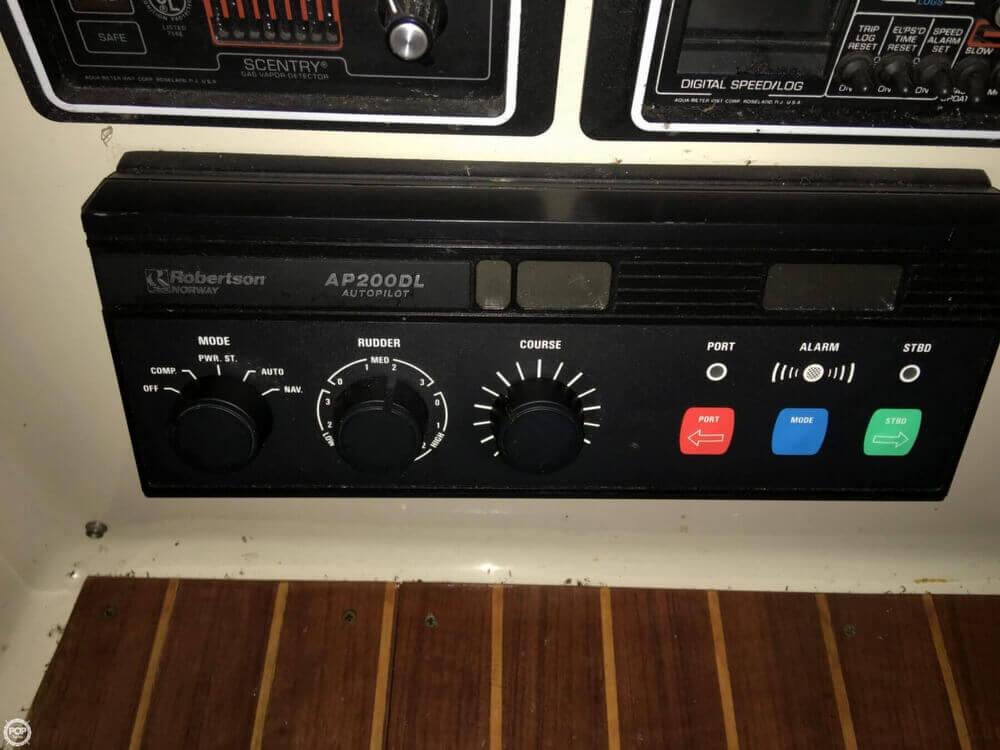 1986 Chris-Craft Catalina 350 - Photo #23