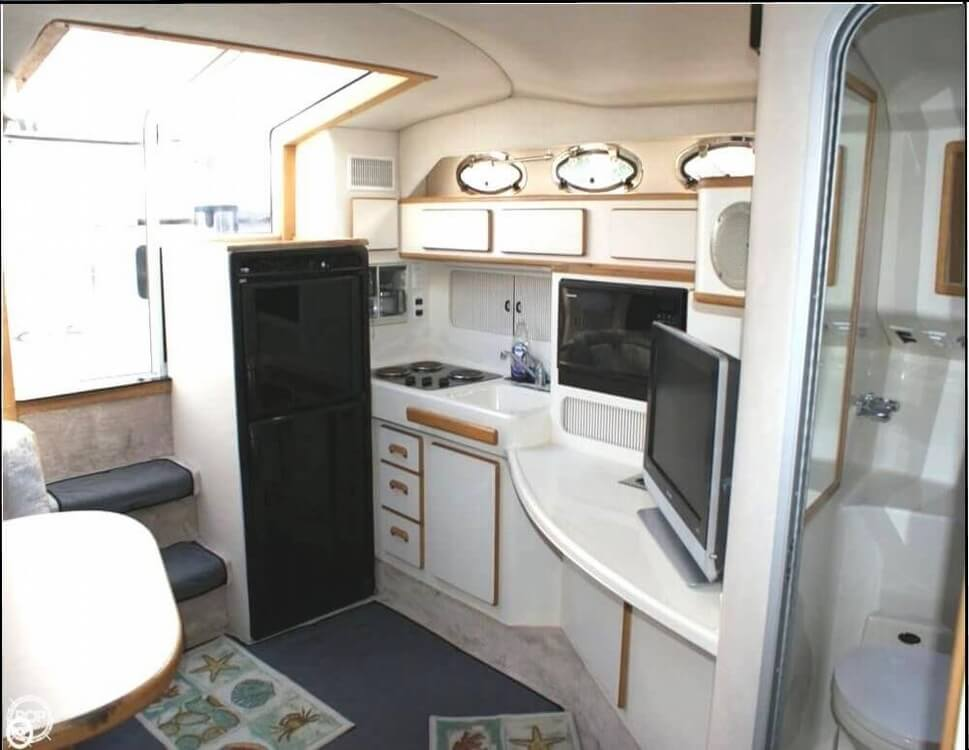 1994 Sea Ray 400 Express Cruiser - Photo #10