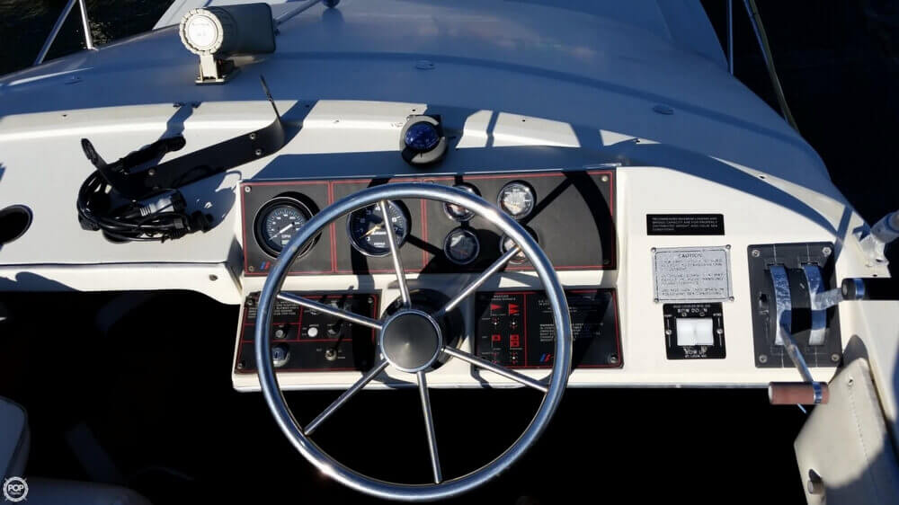 1982 Bayliner 2850 Contessa Sedan Bridge - Photo #8