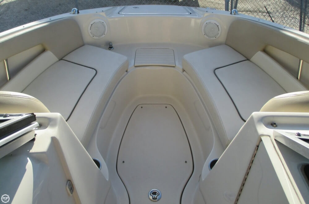 2010 Sea Ray 220 Sundeck - Photo #2