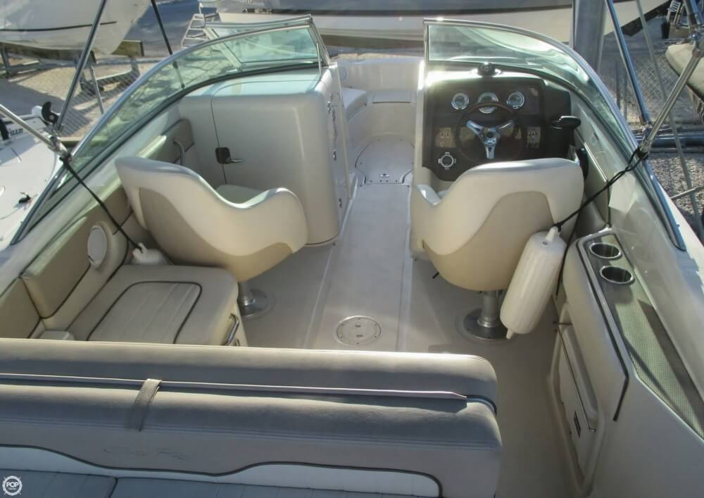 2010 Sea Ray 220 Sundeck - Photo #16
