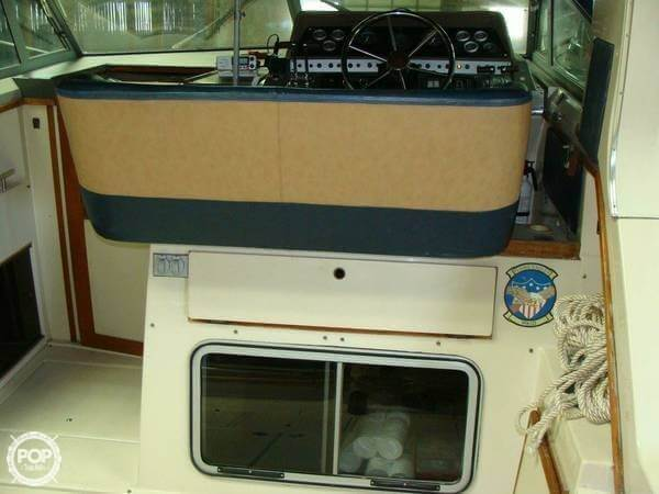1984 Cruisers 291 Sea Devil - Photo #9