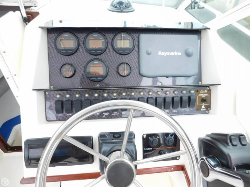 1991 Sea Ray boat for sale, model of the boat is Laguna 24 & Image # 17 of 41