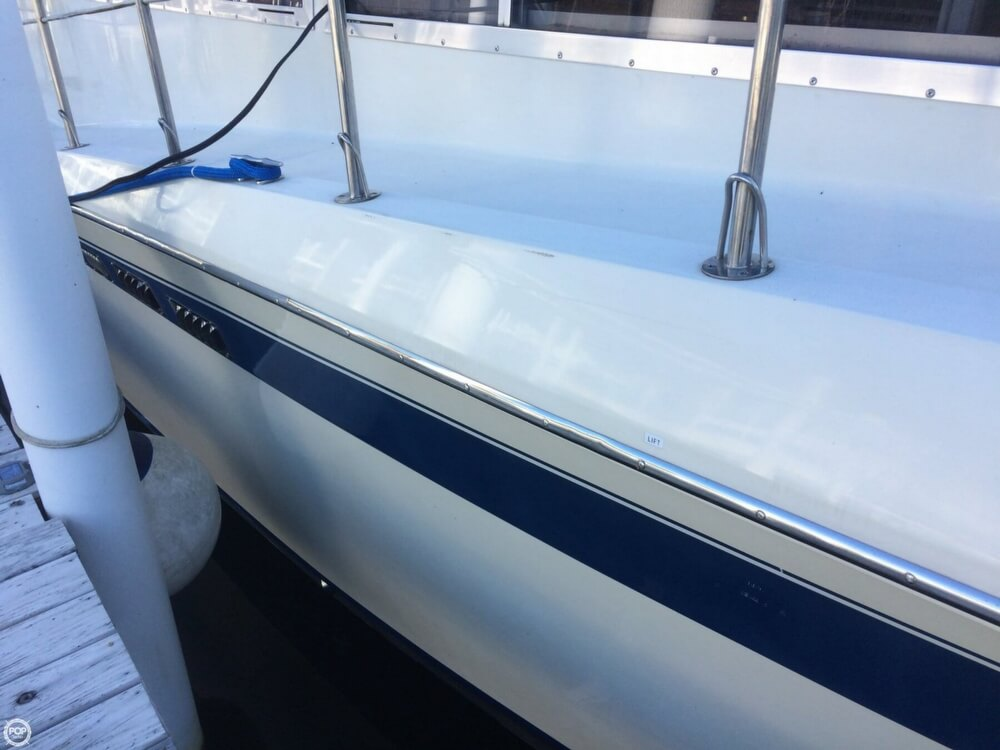 1985 Chris-Craft 381 Catalina - Photo #24