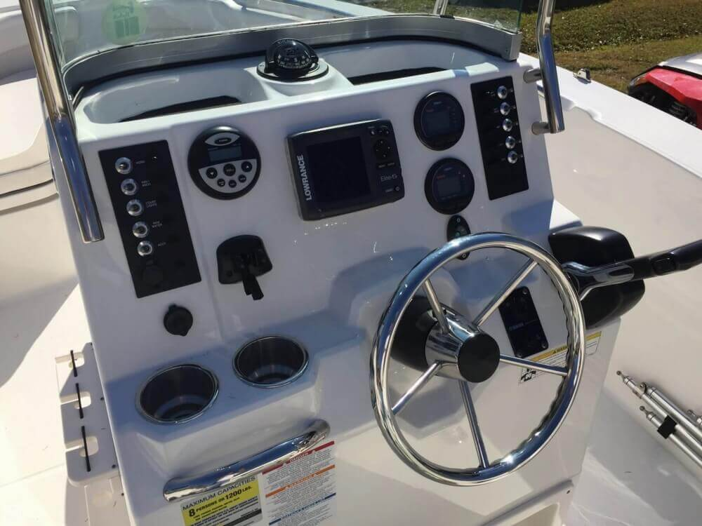 2013 Robalo R200 Center Console - Photo #4