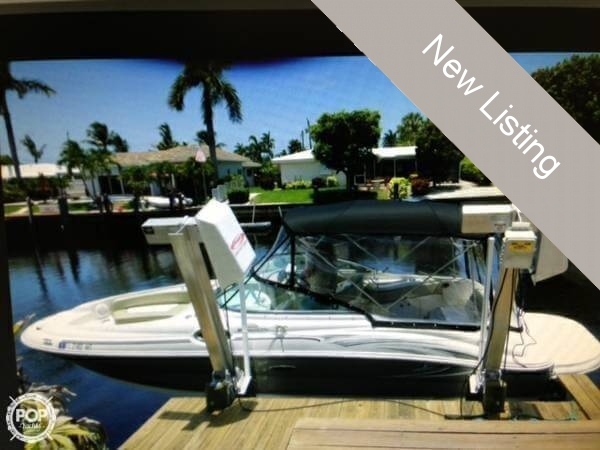 2005 Sea Ray 240 Sundeck - Photo #4