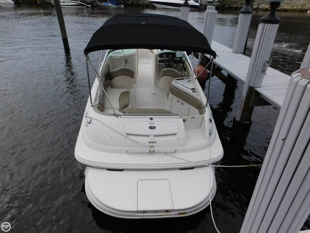 2005 Sea Ray 240 Sundeck - Photo #8