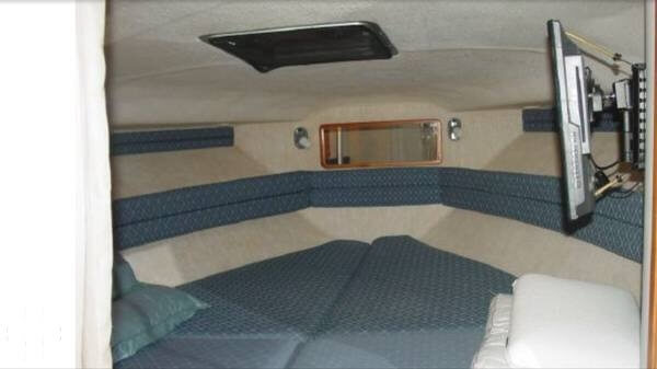 1990 Sea Ray 310 Express Cruiser - Photo #11