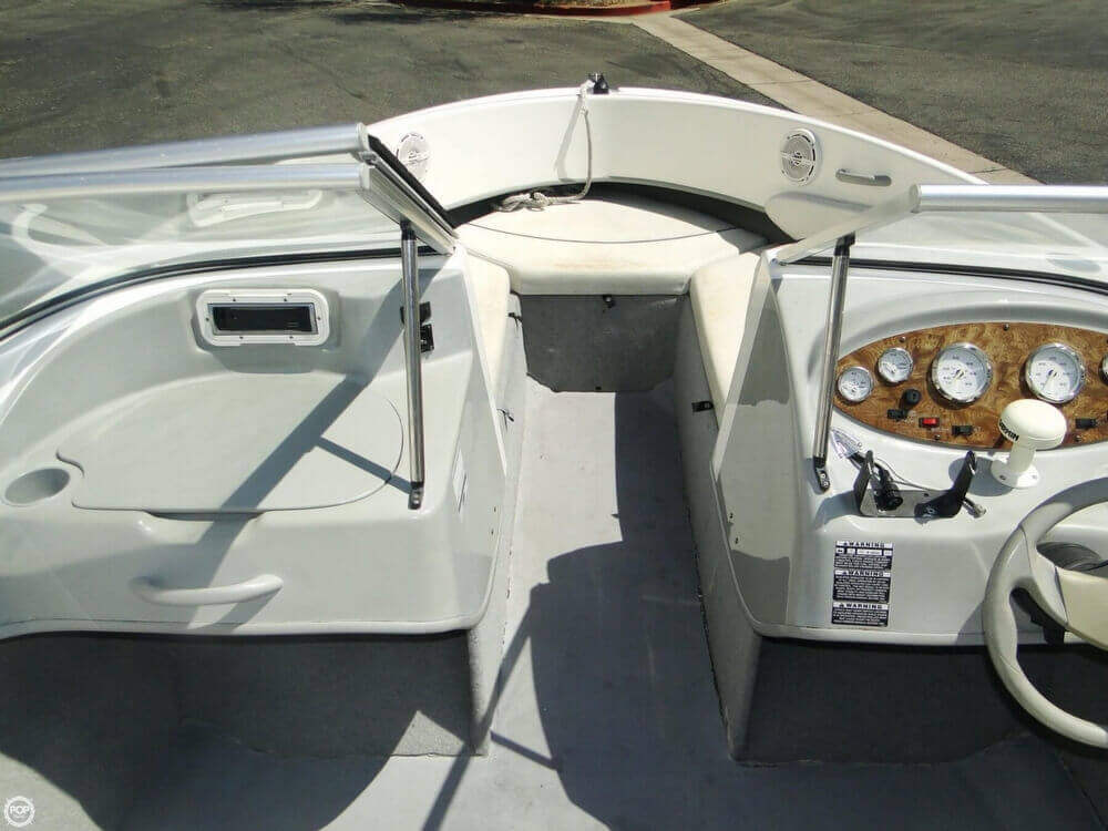 2006 Bayliner 215 Classic Runabout - Photo #12