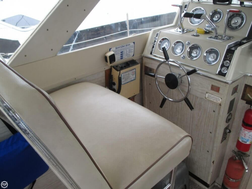 1971 Chris-Craft 31 Commander - Photo #40