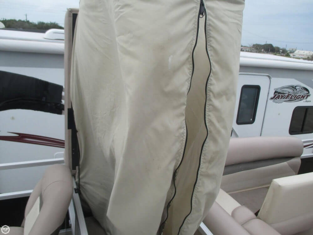 2014 Sun Tracker Fishin' Barge 22 DLX - Photo #8