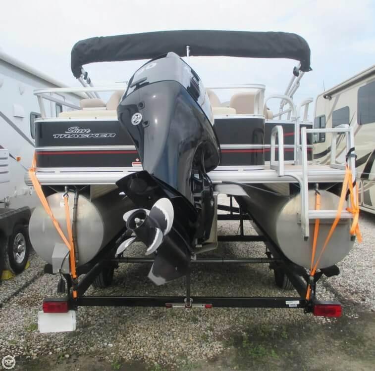 2014 Sun Tracker Fishin' Barge 22 DLX - Photo #12