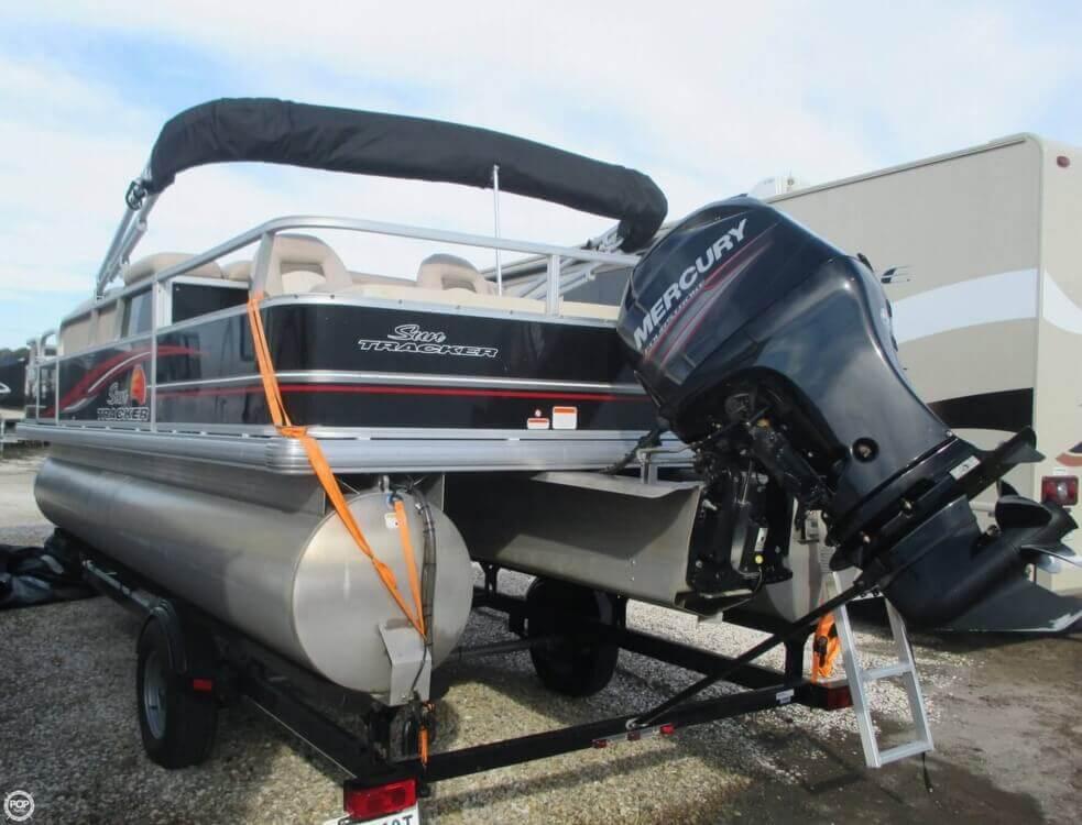 2014 Sun Tracker Fishin' Barge 22 DLX - Photo #13