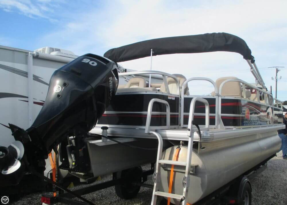 2014 Sun Tracker Fishin' Barge 22 DLX - Photo #14