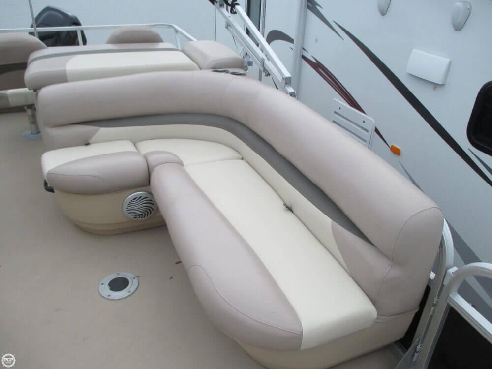 2014 Sun Tracker Fishin' Barge 22 DLX - Photo #22