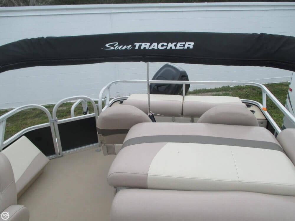 2014 Sun Tracker Fishin' Barge 22 DLX - Photo #24