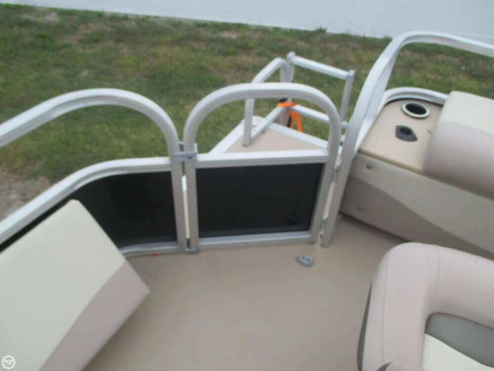 2014 Sun Tracker Fishin' Barge 22 DLX - Photo #26