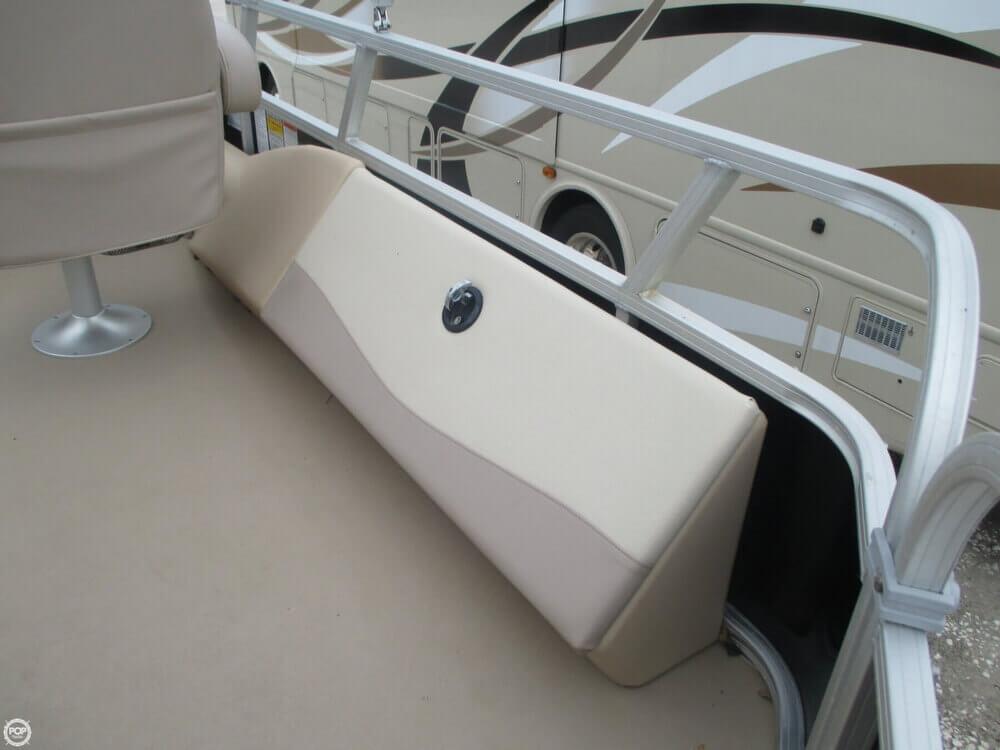 2014 Sun Tracker Fishin' Barge 22 DLX - Photo #36