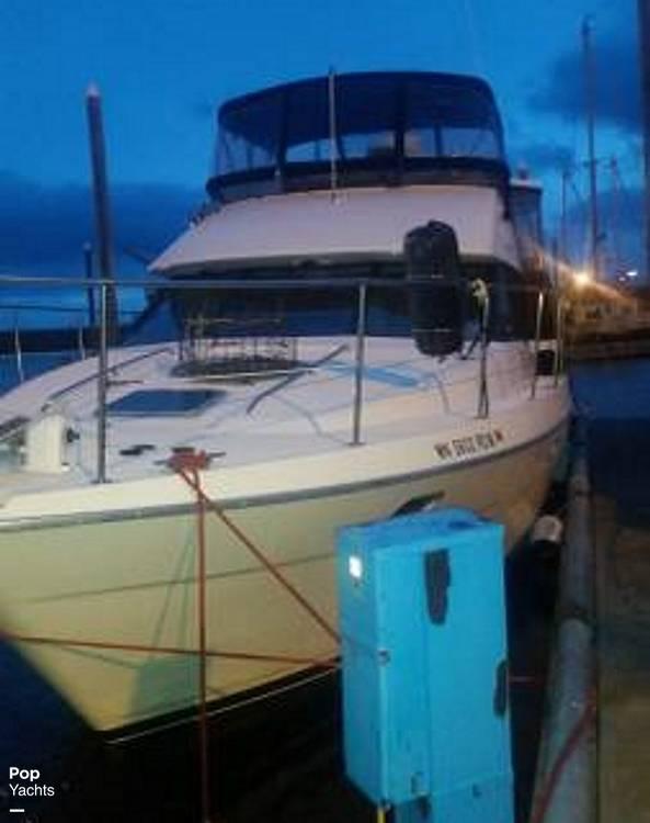 1995 Bayliner boat for sale, model of the boat is 4587 Cockpit Motor Yacht & Image # 3 of 38