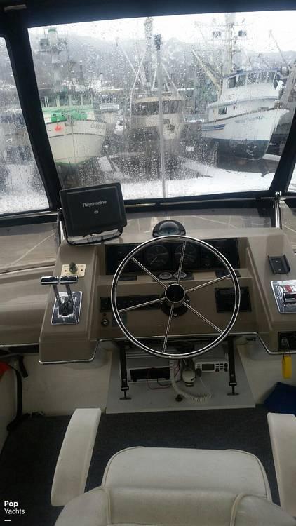 1995 Bayliner boat for sale, model of the boat is 4587 Cockpit Motor Yacht & Image # 10 of 38