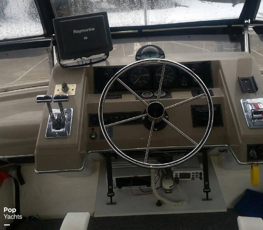 1995 Bayliner boat for sale, model of the boat is 4587 Cockpit Motor Yacht & Image # 13 of 38