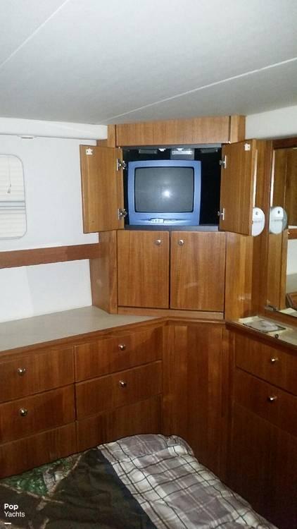 1995 Bayliner boat for sale, model of the boat is 4587 Cockpit Motor Yacht & Image # 23 of 38