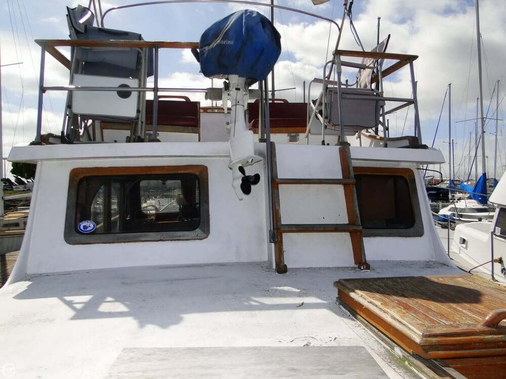 1977 C & L Trawler 34 - Photo #9